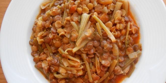 Ispanak köklü yeşil mercimek yemeği