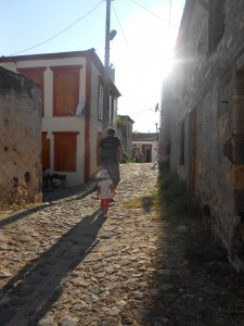 Ada sokaklarında bir baba-kız...