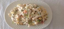 Yoğurtlu tavuklu salata